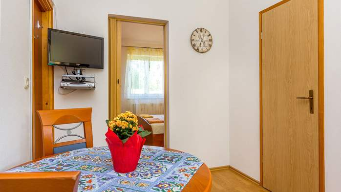 Apartment for two in Ližnjan with a beautiful garden, WiFi, 2