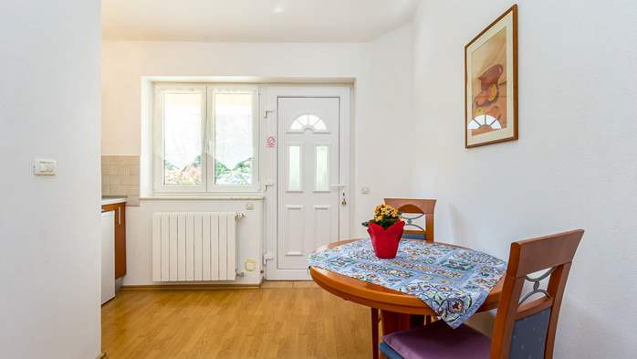 Apartment for two in Ližnjan with a beautiful garden, WiFi, 5
