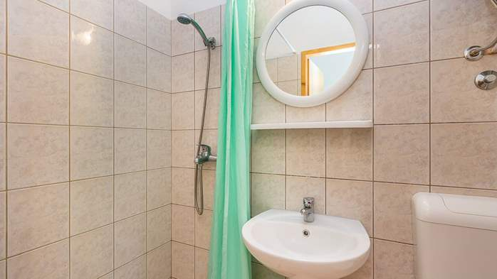 Apartment for two in Ližnjan with a beautiful garden, WiFi, 8