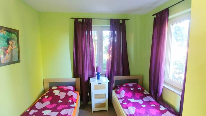 Family apartment with terrace and outdoor pool for 6 persons, 9