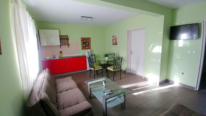 Family apartment with terrace and outdoor pool for 6 persons, 2