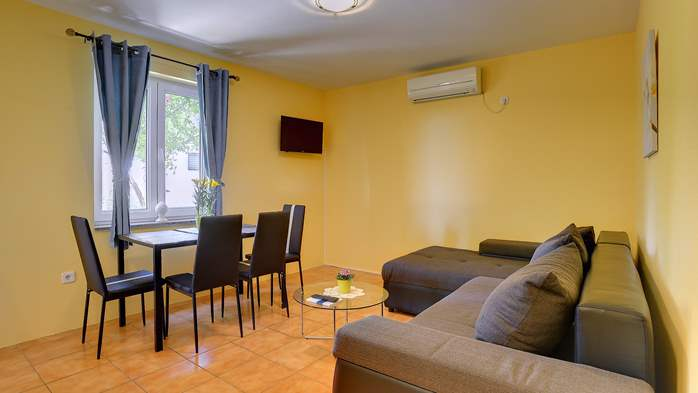 Apartment for 4 persons with pleasant ambience, private balcony, 2