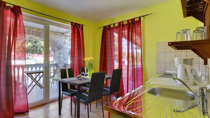 Apartment of cheerful colors, modern design, pool, terrace, WiFi, 1