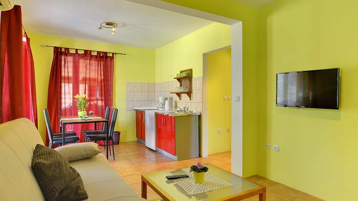 Apartment of cheerful colors, modern design, pool, terrace, WiFi, 4
