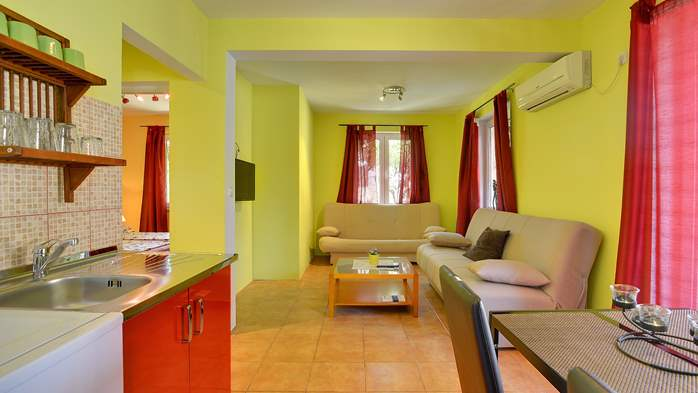 Apartment of cheerful colors, modern design, pool, terrace, WiFi, 5