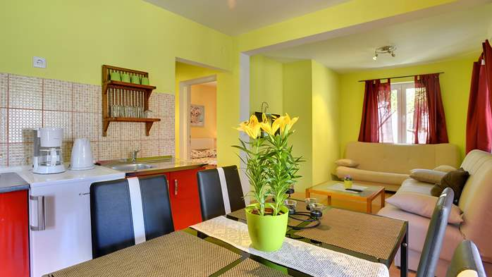 Apartment of cheerful colors, modern design, pool, terrace, WiFi, 6
