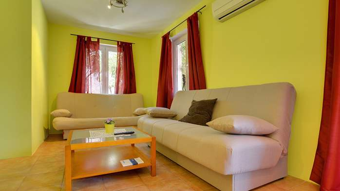 Apartment of cheerful colors, modern design, pool, terrace, WiFi, 7