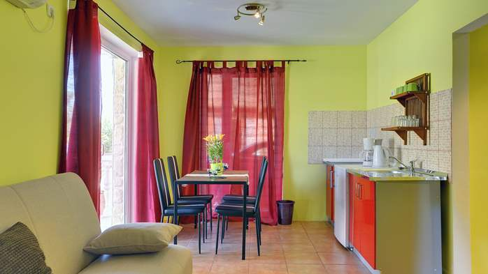 Apartment of cheerful colors, modern design, pool, terrace, WiFi, 2