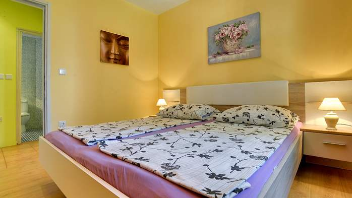 Apartment of cheerful colors, modern design, pool, terrace, WiFi, 9