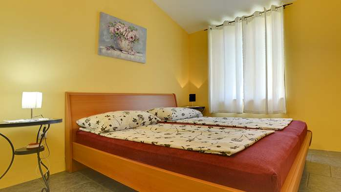 Modernly furnished apartment for 4 persons, WiFi, pool, garden, 7