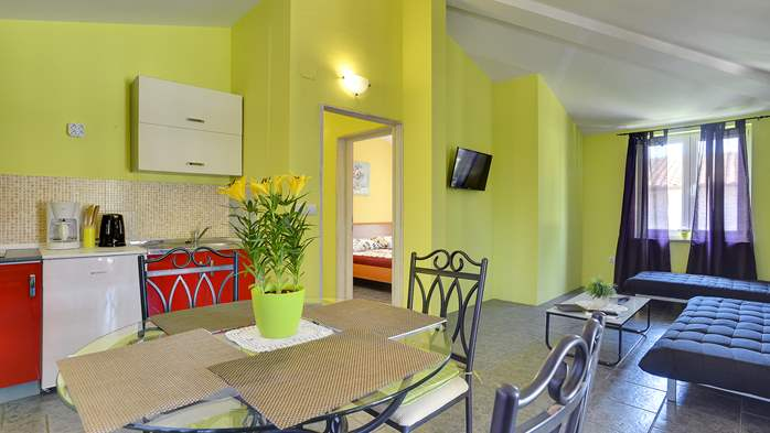Modernly furnished apartment for 4 persons, WiFi, pool, garden, 4