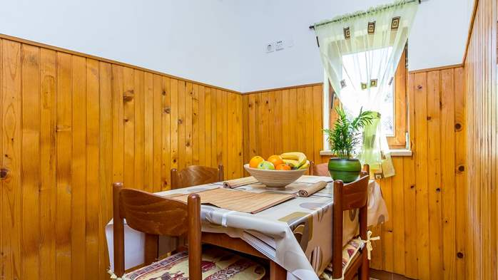 Charming house in Pula with a large garden for 4 persons, 4