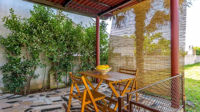 Charming house in Pula with a large garden for 4 persons, 10