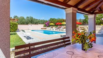 Apartment in Banjole with shared outdoor pool and free WiFi, 1