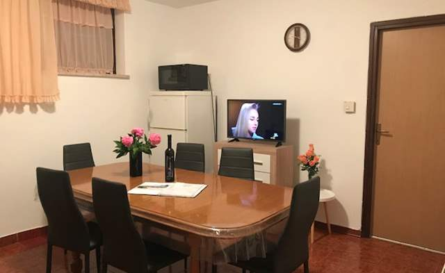 Apartment in Banjole with shared outdoor pool and free WiFi, 2