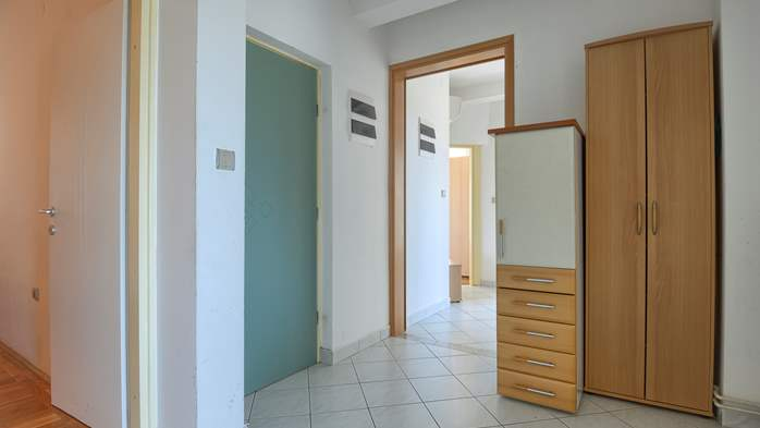 Apartment for family and friends in Medulin with 4 bedrooms, 12