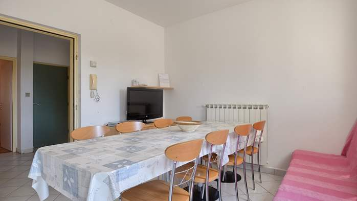 Apartment for family and friends in Medulin with 4 bedrooms, 2
