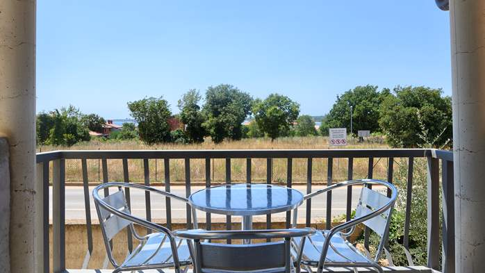 Apartment for family and friends in Medulin with 4 bedrooms, 16