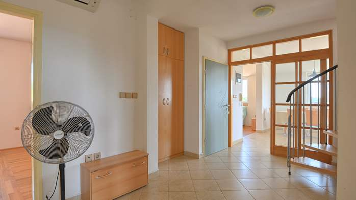 Spacious apartment for 10 persons on two floors in Medulin, 8