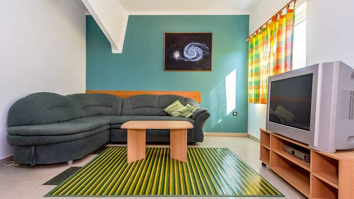 Family apartment with outdoor pool and two bedrooms, observatory, 4