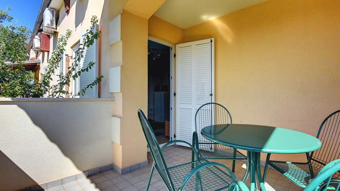 Family apartment with outdoor pool and two bedrooms, observatory, 10