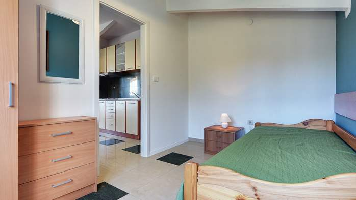 Family apartment with outdoor pool and two bedrooms, observatory, 6
