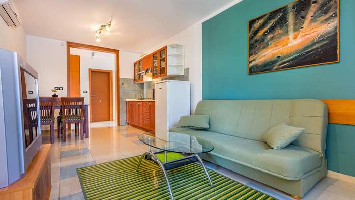 Nice, comfortable two-bedroom apartment for 4 persons, playground, 2