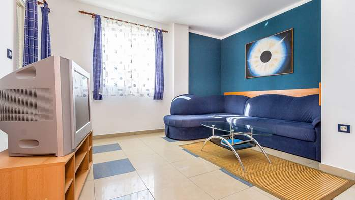 Nice apartment for 4 persons with terrace, gym and playground, 2