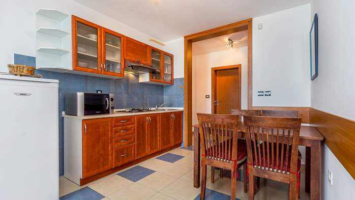 Nice apartment for 4 persons with terrace, gym and playground, 4