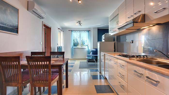 Nice apartment for 4 persons with terrace, gym and playground, 1