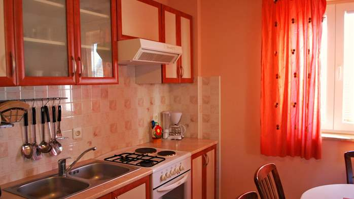 Nice house offers family accommodation in a peaceful environment, 12