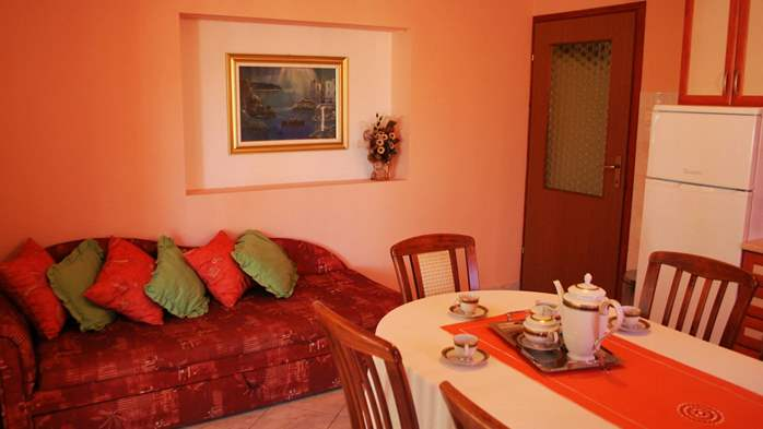 Nice house offers family accommodation in a peaceful environment, 15