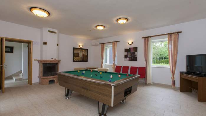Completly fenced villa with pool, 6 bedrooms, billiards, WiFi, 25