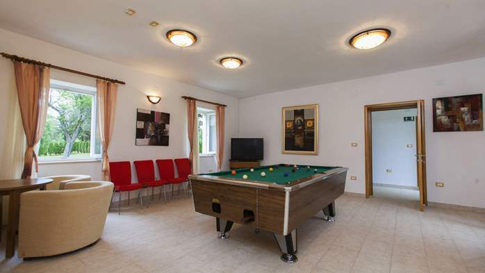 Completly fenced villa with pool, 6 bedrooms, billiards, WiFi, 26
