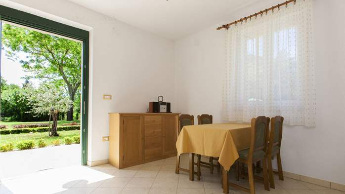 Completly fenced villa with pool, 6 bedrooms, billiards, WiFi, 35