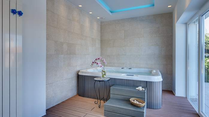 Luxury villa with pool with whirlpool, sauna, jacuzzi and gym, 41