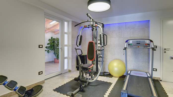 Luxury villa with pool with whirlpool, sauna, jacuzzi and gym, 42