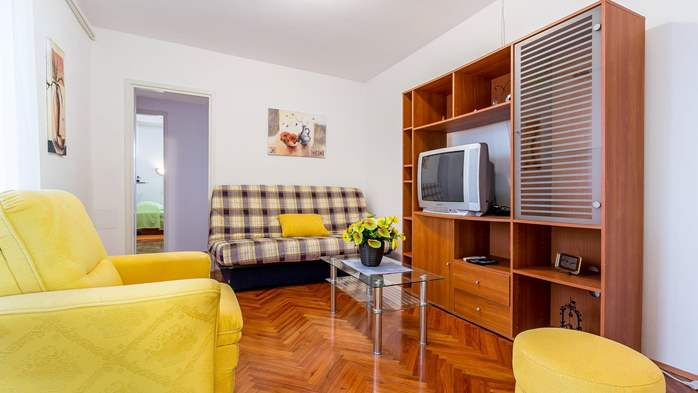 Family apartment with two bedrooms and private terrace, 3