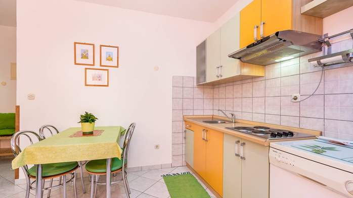Nice, colorful apartment for 4 persons with two bedrooms, WiFi, 2