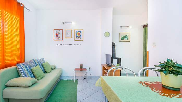 Nice, colorful apartment for 4 persons with two bedrooms, WiFi, 4