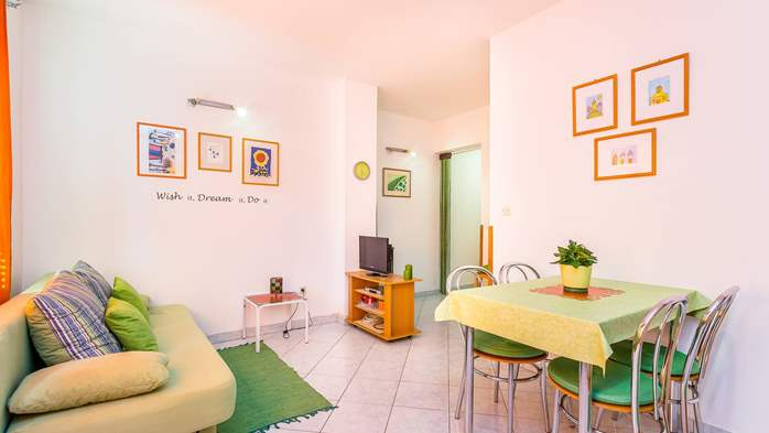 Nice, colorful apartment for 4 persons with two bedrooms, WiFi, 3