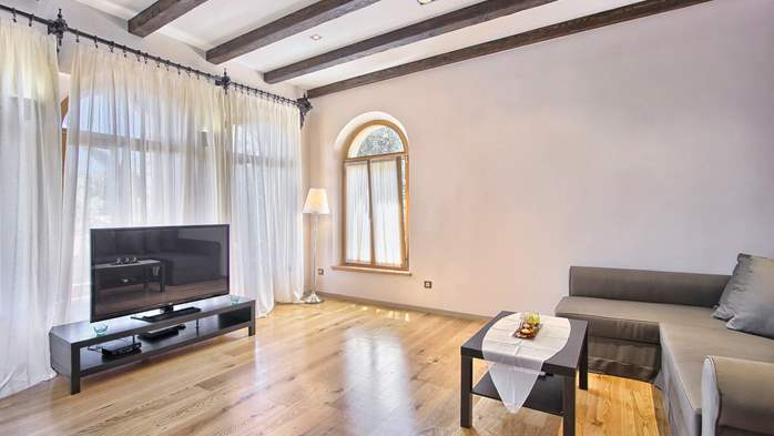 Villa in Pula, only 150m from the beach, for 6 persons, 33