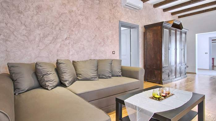 Villa in Pula, only 150m from the beach, for 6 persons, 35