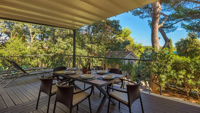 Villa in Pula, only 40m from the beach, for 6-9 persons, 26