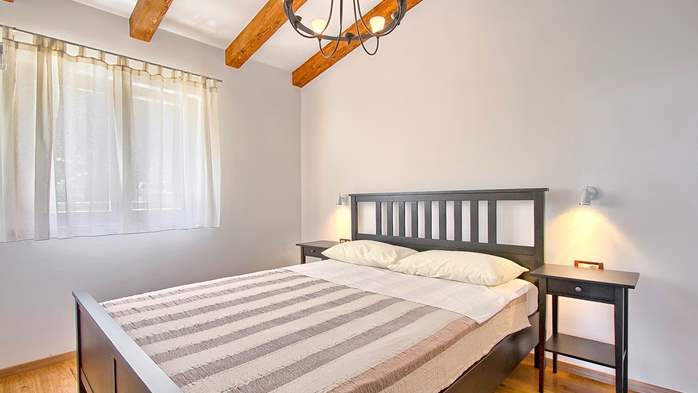 Villa in Pula, only 40m from the beach, for 6-9 persons, 21