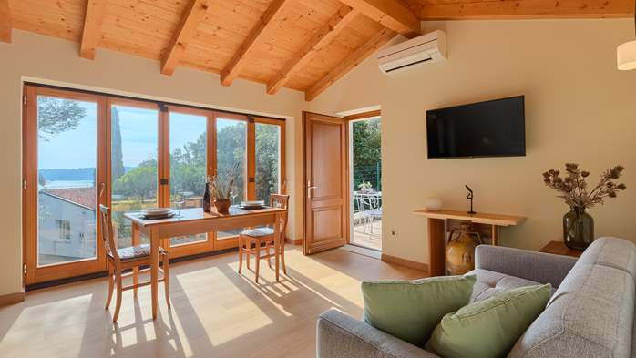 Villa in Pula, only 40m from the beach, for 6-9 persons, 31