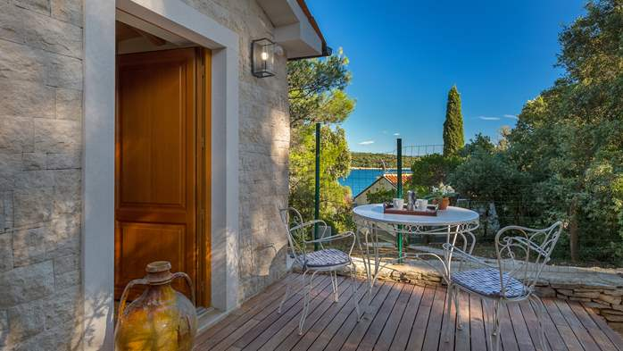 Villa in Pula, only 40m from the beach, for 6-9 persons, 36