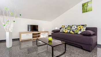 Beautiful apartment for 4 persons in Pula, WiFi, 350 m to the sea, 2