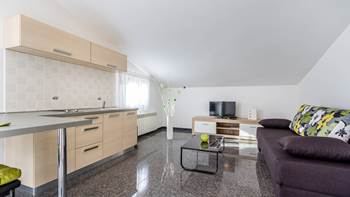 Beautiful apartment for 4 persons in Pula, WiFi, 350 m to the sea, 3