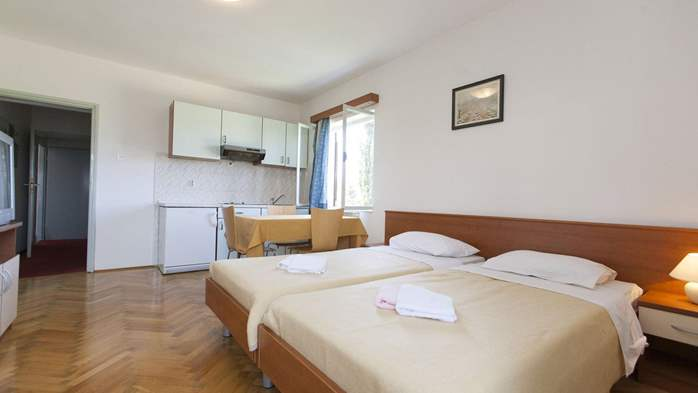 Apartment with single room and balcony for 3 persons, 1